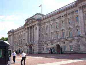 Larger Picture Of Tea Pot Police At Buckingham Palace