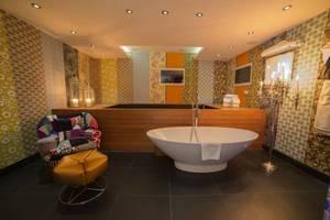 Picture of Squint Splash Suite
