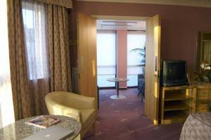 Picture of Executive Office Suite - Double/Twin Room
